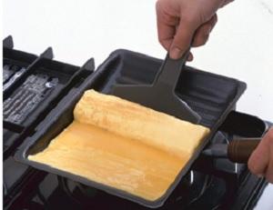 くるくるエッグパン きれいに丸められる卵焼き器 まちかど情報室 販売