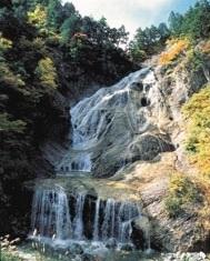 姥ヶ滝 (うばがたき)白山白川郷ホワイトロード 滝をみながら足湯ができる 石川県