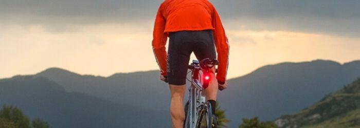 車を感知してドライバーと自転車に注意を促すライト